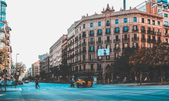 Edificio de 12.363 m2 en prestigiosa zona de Bonanova, Barcelona | anastasia-dulgier-it2rsfggrck-unsplash-570x340-jpg