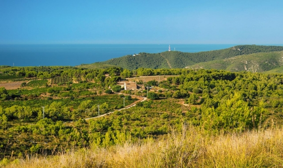 -  Plot of land of 1.680 m2 with sea views in Castelldefels, Costa Garraf