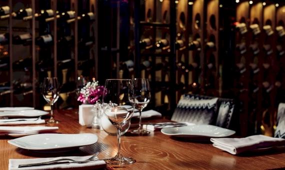 Новый дизайнерский ресторан в районе Эшампле, Барселона | shutterstock_1362306593-570x340-jpg