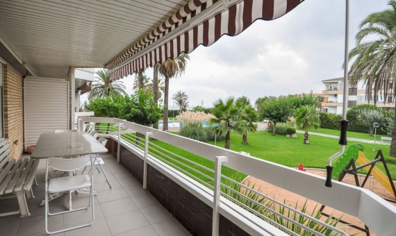 - Apartment with a direct access to the beach in Gava Mar