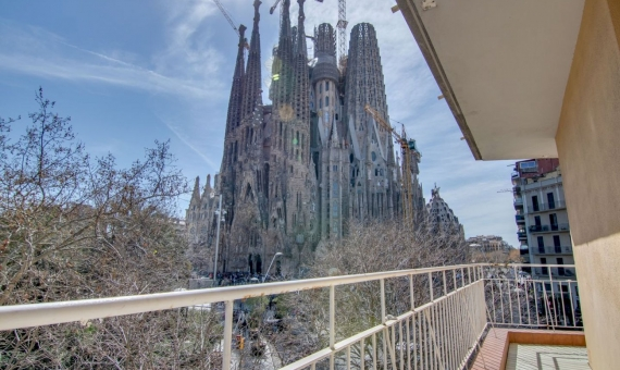 Unique newly renovated apartment with stunning views of the Sagrada Familia in Barcelona | img_7652-570x340-jpg