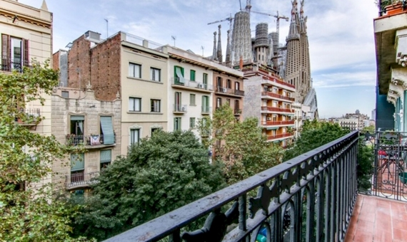 Magnificent fully renovated flat with Sagrada Familia view | 2
