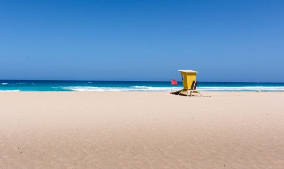 Plot for hotel construction on the seafront in Fuerteventura | paolo-bendandi-gjmr3bsasqw-unsplash-570x340-jpg