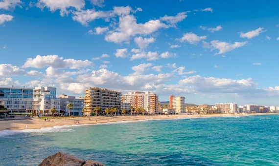 - Hostal con 56 habitaciones en primera línea del mar en Costa Brava