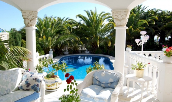 - Spectacular villa 5 minutes from the beach in Marbella