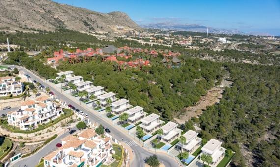 Luxurious newly built villas located in the Sierra Cortina urbanization in Alicante | 4