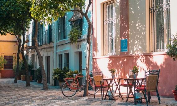 Hotel for 35 guests next to Plaza Catalonia | johan-mouchet-z95viy3wazs-unsplash-570x340-jpg