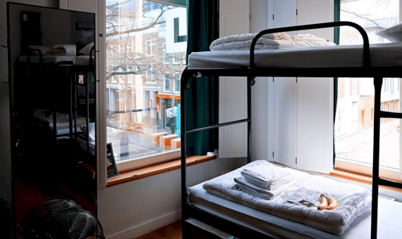 Hostel for 20 guests next to Sagrada Familia in Barcelona | marcus-loke-wqjvwu_hzfo-unsplash-570x340-jpg