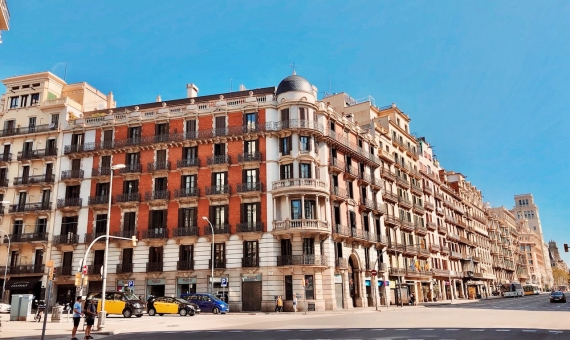 Residential building of 623 m2 in the Eixample area, Barcelona | mickey-jancov-lyi_jooo1zs-unsplash-570x340-jpg