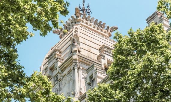 - Здание 2.709 м2 в центральном районе Эшампле в Барселоне