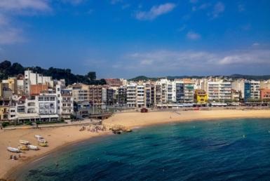Hotel to renovate on the seafront in Calella, Costa Maresme - sebastian-mause-1sou09d3NMo-unsplash