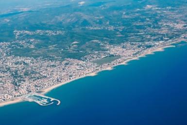 Земельный участок 13.000 м2 с видом на море в городке Виланова-и-ла-Желтру на побережье Коста Гарраф