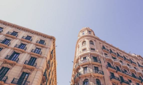 - Edificio reformado de 1.911 m2 en pleno centro histórico de Barcelona