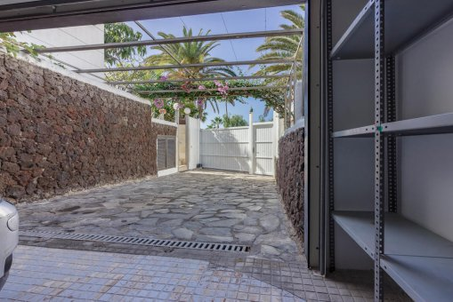 Villa in Arona, city Las Americas, 324 m2, garden, terrace, balcony, garage   | 65