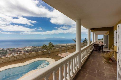 Вилла в Адехе, город Лос Менорес, 600 м2, сад, террасса, балкон, гараж -