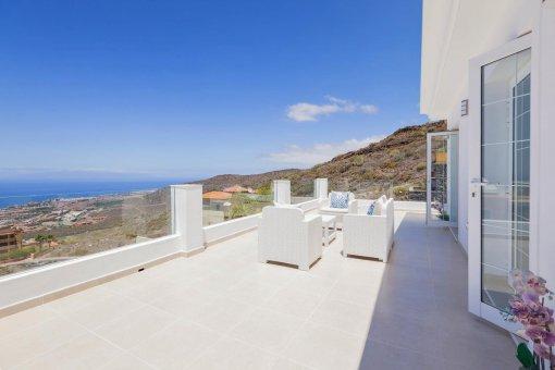 Casa en Adeje, ciudad Roque del Conde, 300 m2, terraza, balcon, garaje   | 38
