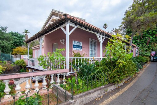Villa in Puerto de la Cruz, 489 m2, garden, terrace, garage -