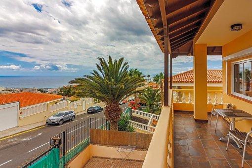 Casa en Adeje, ciudad San Eugenio Alto, 279 m2, jardin, terraza, balcon   | 28