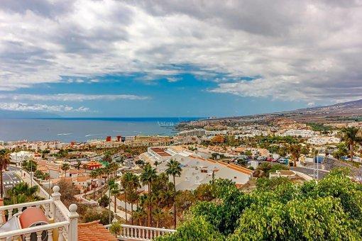 Casa en Adeje, ciudad San Eugenio Alto, 279 m2, jardin, terraza, balcon   | 70