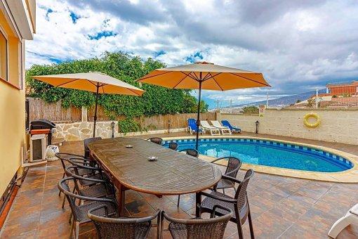 Casa en Adeje, ciudad San Eugenio Alto, 279 m2, jardin, terraza, balcon   | 95