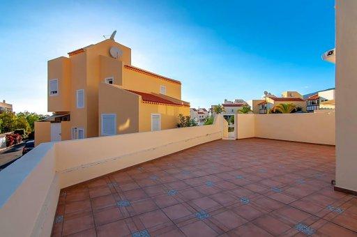 Casa adosada en Adeje, ciudad El Madroñal, 152 m2, jardin, terraza, garaje   | 40