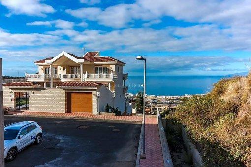 Casa en Adeje, ciudad Roque del Conde, 375 m2, jardin, terraza, garaje   | 50