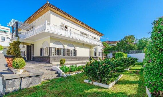 Casa en Santa Cruz de Tenerife, 774 m2, jardin, terraza, garaje -