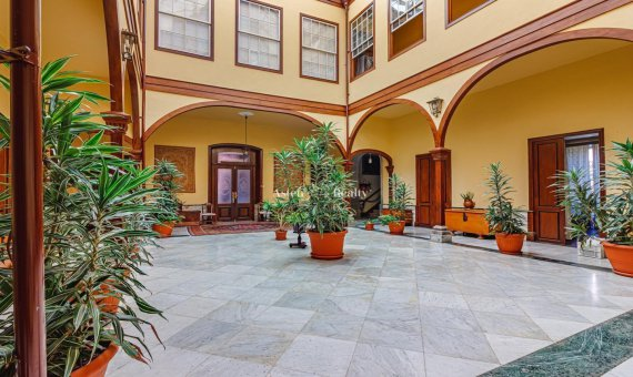 Villa in La Orotava, 1249 m2, garden, terrace, garage   | 2