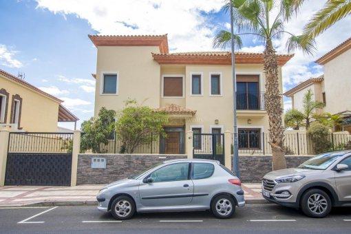 Villa in Adeje, city Galeon, 250 m2, garden, terrace, garage   | 65