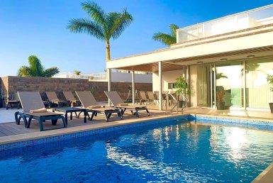 Casa en Adeje, ciudad Bahia del Duque, 490 m2, terraza, garaje