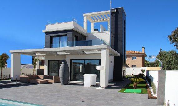 Villa in Alicante, El Campello, 218 m2, pool -